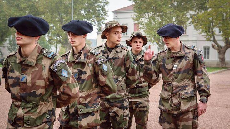 Armées : le recrutement dopé par l'effet «Charlie»