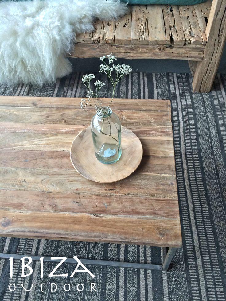 Deze nieuwe rustieke salontafel is gister naar een mooi huis gegaan in Lelystad, heel veel plezier ermee Irene! fijne week! bij interesse mail naar ibizaoutdoor@gmail.com ook voor een afspraak in de loods.