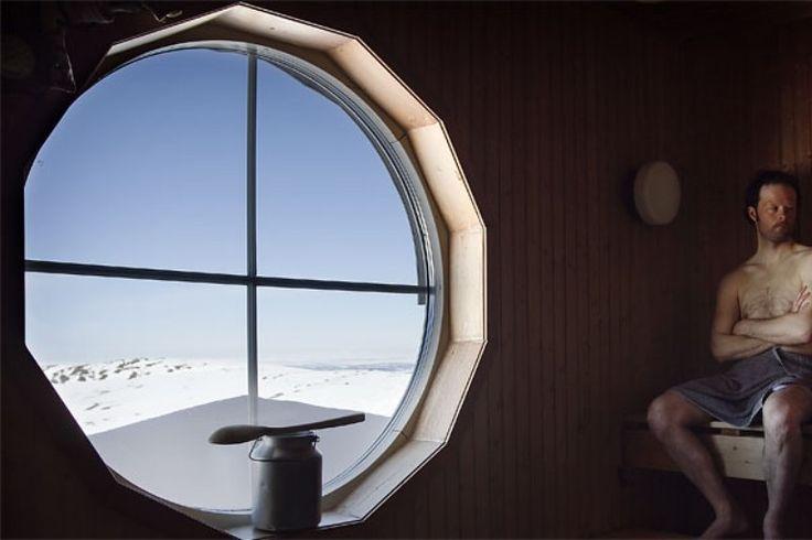 Blåhammarens Fjällstation - Sylan. De sauna met een prachtig uitzicht. trektocht op ski's in maart 2014.