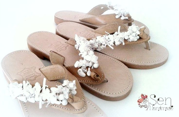 Handmade leather sandals in nude and white
