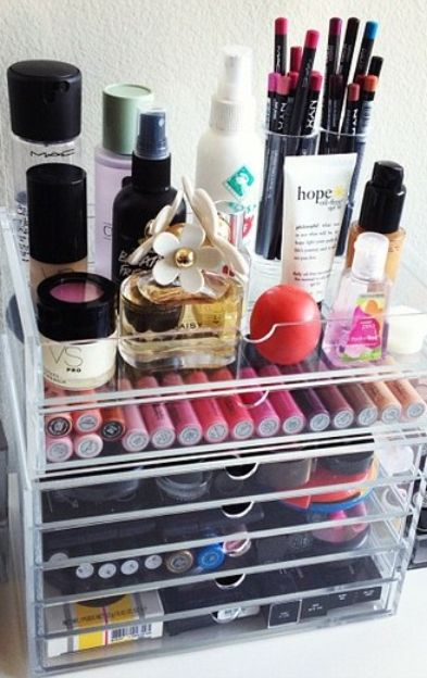Great clear container for makeup