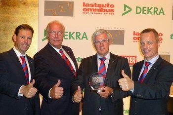 Ведущий европейский производитель полуприцепов Schmitz Cargobull в пятый раз уверенно завоевывает награды сразу в двух номинациях «Холодильные установки» и «Самосвальные полуприцепы».