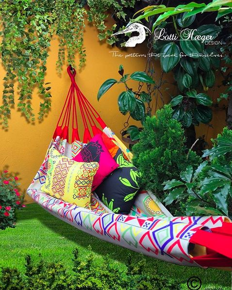 My double sided hammocks comfortably fit 2 for a relaxing snuggle/ en mis hamacas se pueden arrunchar 2 personas de manera relajada y cómoda#lottihaeger #art #architecture #arquitectura #color #colour #colorful #decor #design #designer #decoration #fabric #flowers #garden #home #hammock #homedecor #homedesign #interior #inredning #interiordesign #merakiudecoracion #merakiudiseño #pattern #style #tropical #textiles