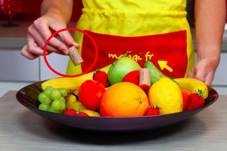Une astuce simple mais qui a du génie pour empêcher les fruits de pourrir noté 3.26 - 35 votes Manger 5 fruits et légumes, c'est bien joli. Mais quand les fruits pourrissent à la vitesse de la lumière et attirent des moucherons certes inoffensifs, mais pas moins agaçants pour autant, la motivation et le budget...
