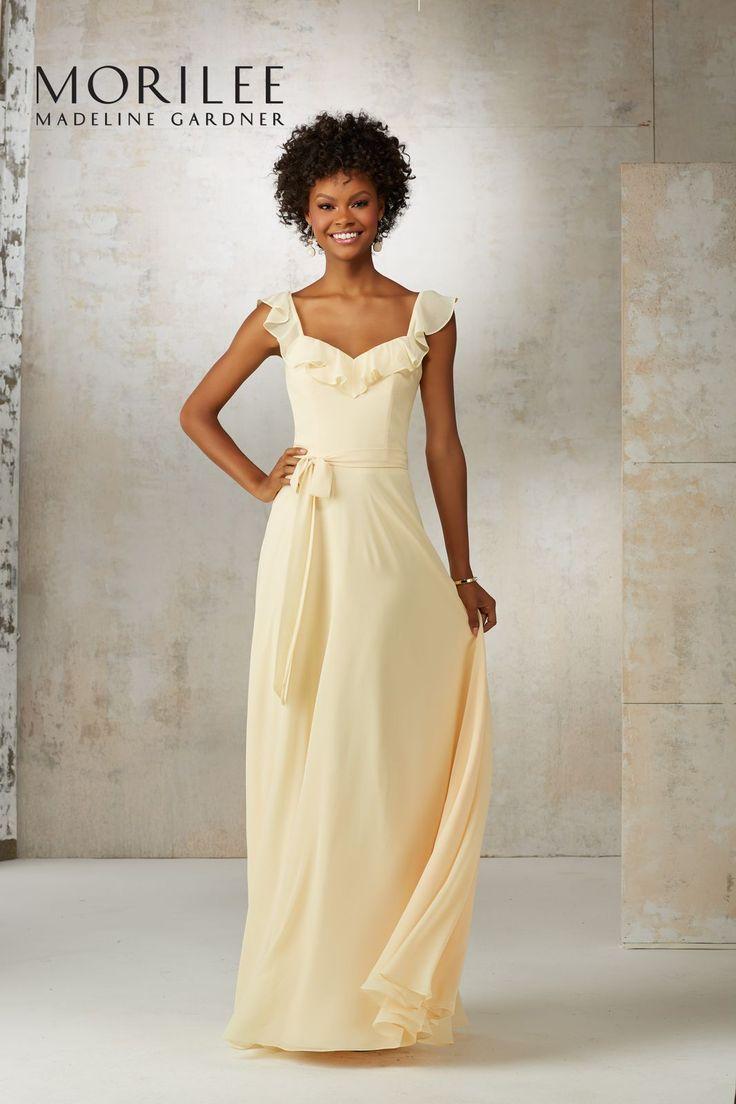 Lekka suknia z szyfonu Mori Lee. Letnia suknia, doskonała na letnie spacery, dla druhen, i inne wyjścia. Falbanka wokół dekoltu …