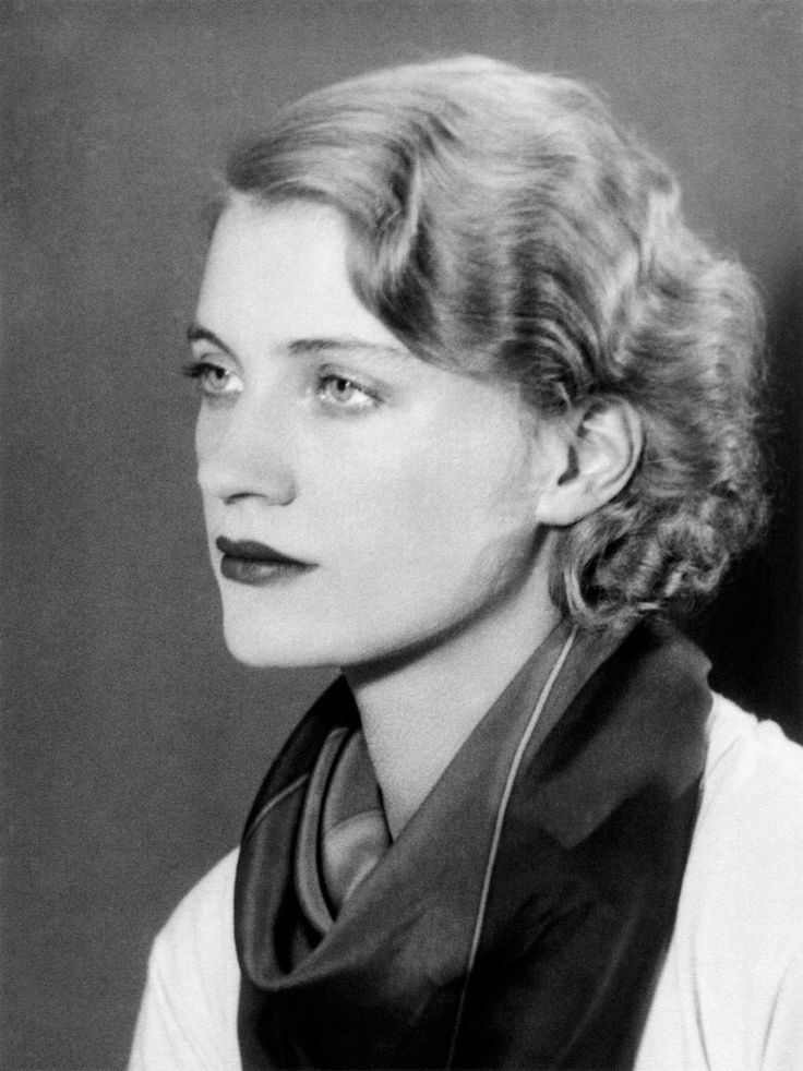 Lee Miller, Self-portrait (variant on lee miller par lee miller), c. 1930.