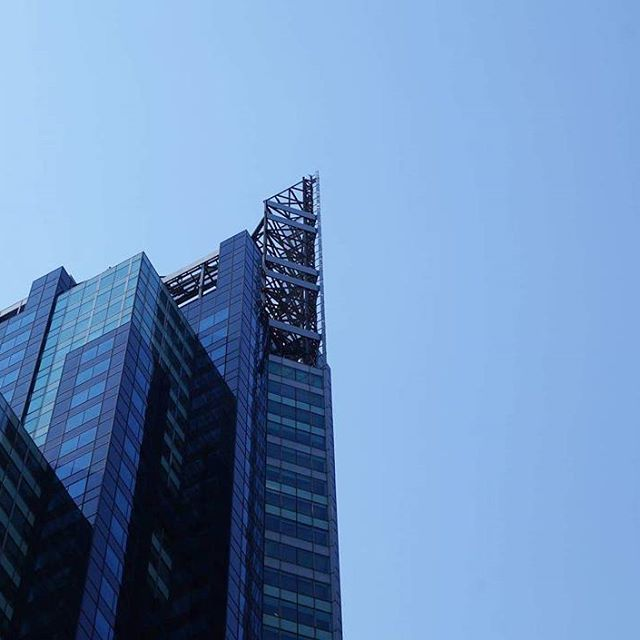 Minimalism in NYC. × × × × ×  #minimalism #artystycznapodroz #wakacje #nyclife #newyork_instagram #newyorkcity #ig_buildings #ig_architecture #tv_architectural #skyscraper #vsconyc #citylife #ig_nycity #usaprimeshot #exclusive #tv_pointofview