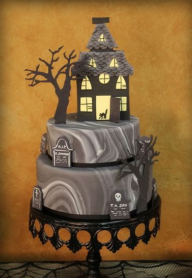 love-me-some-cake:    LOVELY HALLOWEEN CAKE! I love the marble fondant