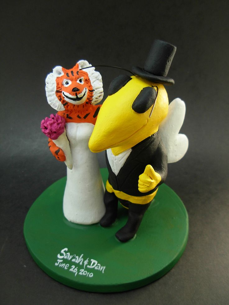 Custom made to order Buzz college mascot wedding cake toppers. $235 www.magicmud.com 1 800 231 9814 magicmud@magicmud... blog.magicmud.com twitter.com/... $235 #mascot #collegemascot #hokie #ms.wuf #gators #virginiatech #football mascot #wedding #toppers #custom #Groom #bride #weddingcaketoppers #caketoppers www.facebook.com/... www.tumblr.com/... instagram.com/... magicmud.com/Wedding photos.htm