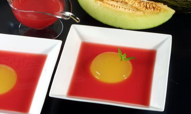 Postres: Gelatina de melón con sopa de sandia