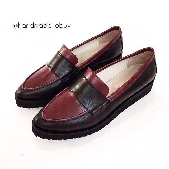 ✔️Модель 16-017-1 Очень здорово получилось! По желанию нашей клиентки @olga_moscowow  мы расставили цветовые акценты  Теперь это не просто черные лофферы, а с изюминкой   Таких вторых точно нет  Создавайте вместе с нами свою уникальную пару обуви Мы шьём обувь только из натуральных материалов  Любим свою работу❤️ ----------------------------------------- По вопросам заказа на пошив WhatsApp, Viber +7-985-259-63-35  ----------------------------------------- #handmade #handmade_obuv…