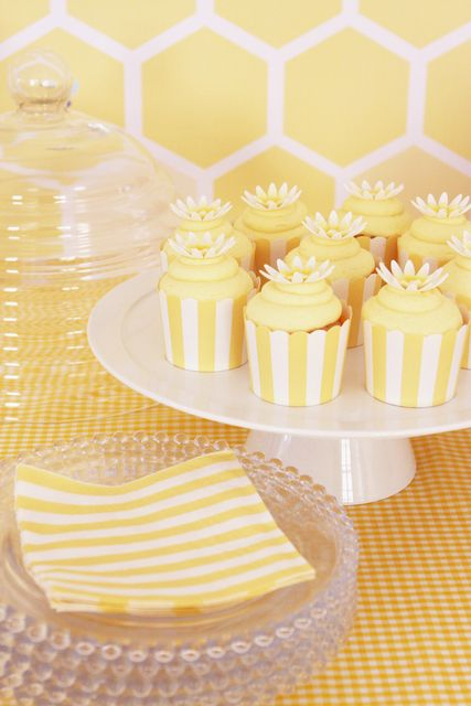 Black and white stripe cupcake holder w/ vanilla frosting and pink daisy!