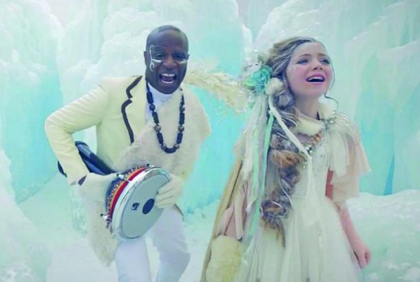 12歳の雪の女王による歌に心を震わせて | roomie(ルーミー)