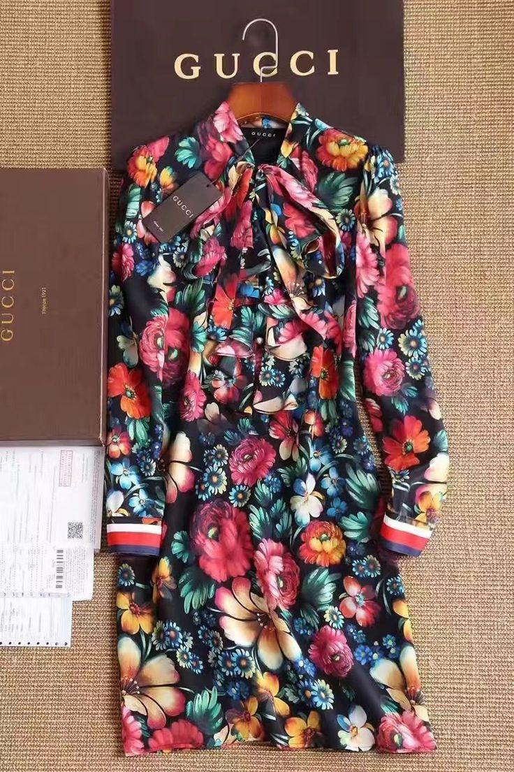 Цветочное платье Гуччи интернет магазин Lumidor! Платье средней длины с длинным рукавом. На пуговицах с декоративным бантом. 9500 руб