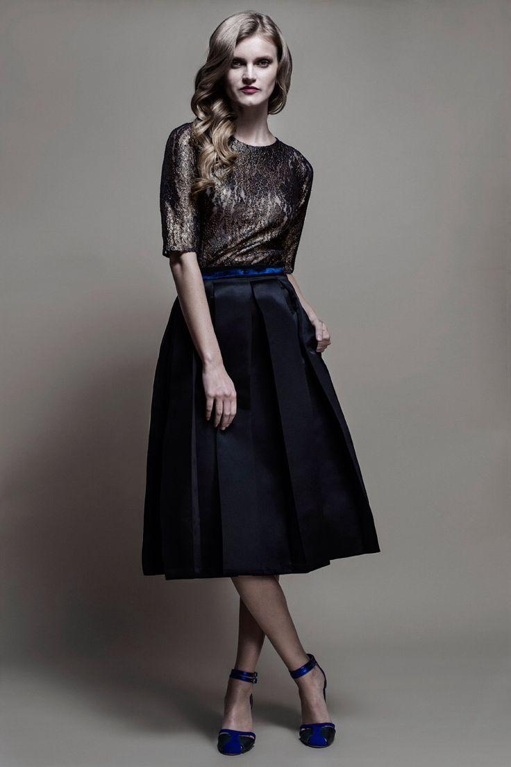 Falda & Blusa de encaje de mi ultima colección : 21 Hrs en Punto .