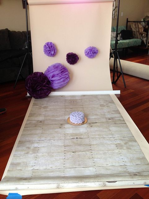 Great idea to use paper poufs to spice up a background! $RTSXNYU by Angie Kuna Photography, via Flickr