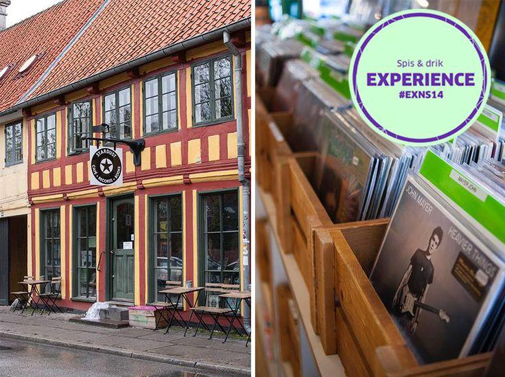 Café Stardust: Second hand eller nye vinylplader, cd'er eller musikbøger. Alt sammen kan nydes med en god kop økologisk kaffe i cáfen og lækker kage eller økologiske boller. Anbefalet af #NSFacebookFan #exNS14 #StardustCafe #INeedCoffee #SpisOgDrik Adresse: Klostergade 58, 8000 Aarhus C