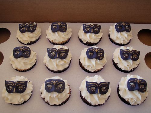 Mossy's masterpiece - purple masquerade cupcakes by Mossy's Masterpiece cake/cupcake designs, via Flickr
