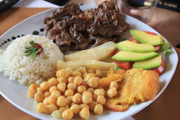 #FelizSabadoColombiaQuerida #LoBuenoDeColombia es la comida de la suegra! Me encanta este pais! pic... @alessandrosim