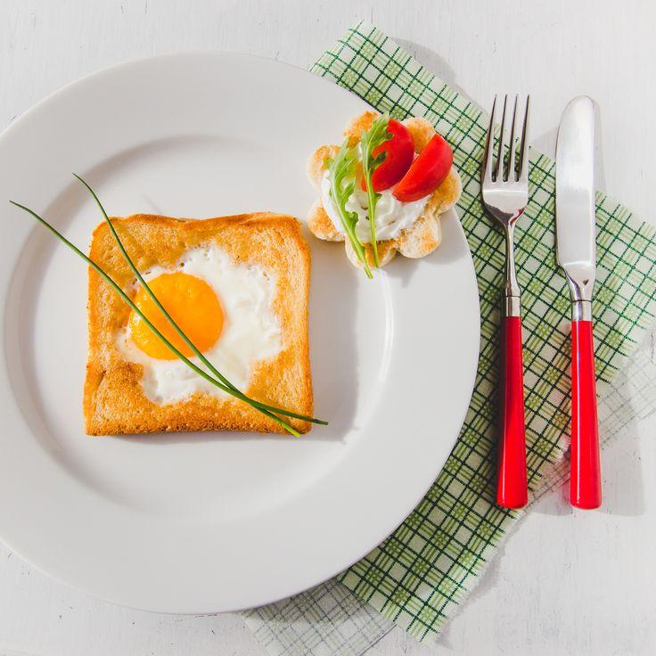 Яичница в тосте, запеченная в духовке: простой рецепт