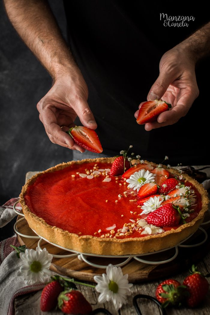 Strawberry and Almond Cake - Postres - Almond Cakes, Drip Cakes, Sweet Cakes, Coffee Time, Flan, Sweet Recipes, Catering, Food Photography, Bakery