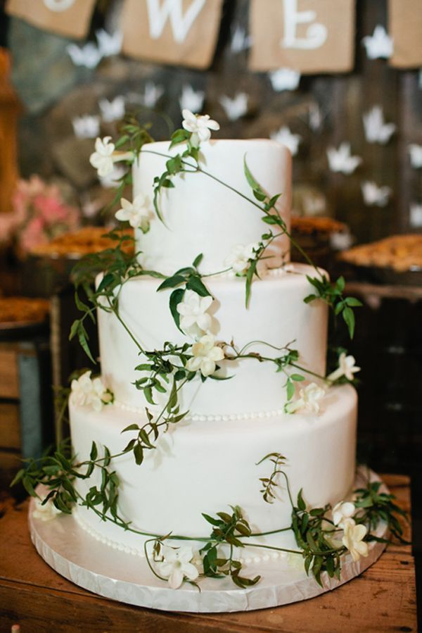 white and green wedding cake by vanilla bake shop http://www.weddingchicks.com/2013/09/23/rustic-pink-wedding-2/