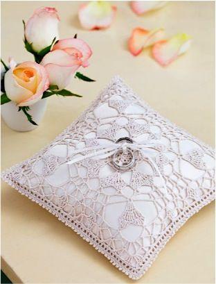 FREE Ring Bearer Pillow Crochet Pattern! #weddings #crochet