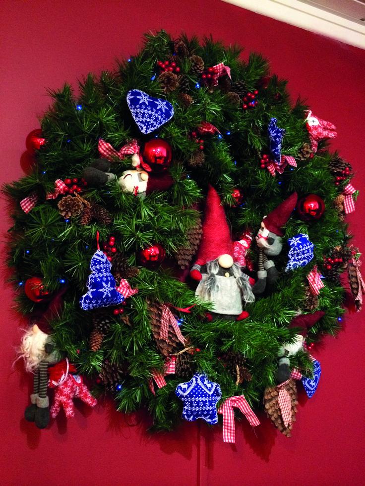 Gonk jul tomte christmas wreath display from festive - Balsam hill weihnachtsbaum ...