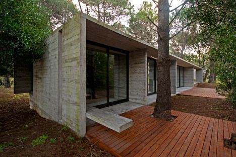 Luciano Kruk Arquitectos complete concrete and glass cabin