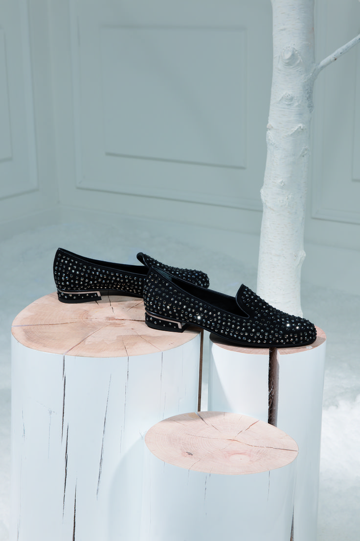 LORIBLU / Black Suede Slippers / SVAROVSKI ELEMENTS / F.W.2014-2015. Available at Loriblu boutiques and http://www.loriblu.com/en/donna/nuovi-arrivi/ballerina-5iy45370yy1g76f83ph.html #shooting #totallook #black #suede #slipper  #SVAROVKI ELEMENTS #FW2015 #italianstyle #Loriblu