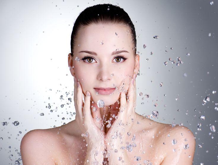 Limpeza de pele  Todas as peles são diferentes e estão submetidas diariamente a agressões constantes: a poluição, o sol, o vento, o frio, o ar condicionado, e muito mais. O aconselhavél é fazer uma boa limpeza de pele para garantir um rosto renovado, uma pele lisa, profundamente limpa e luminosa.  Consulte a nossa especialista...  Contactos: Telefone: 220 993 447/ 913 457 923 Email: geral@dreamclinic.pt