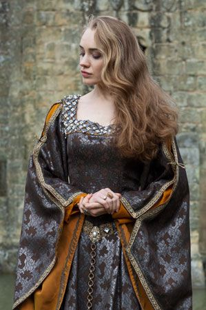- this style could be worn by the nobility of Corinthia or Loksmei