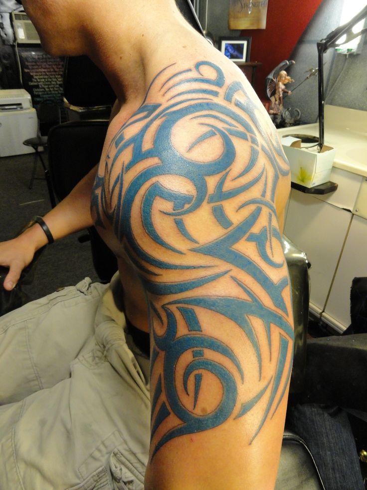 best 25 tribal shoulder tattoos ideas on pinterest maori tattoos mens tribal arm tattoo. Black Bedroom Furniture Sets. Home Design Ideas