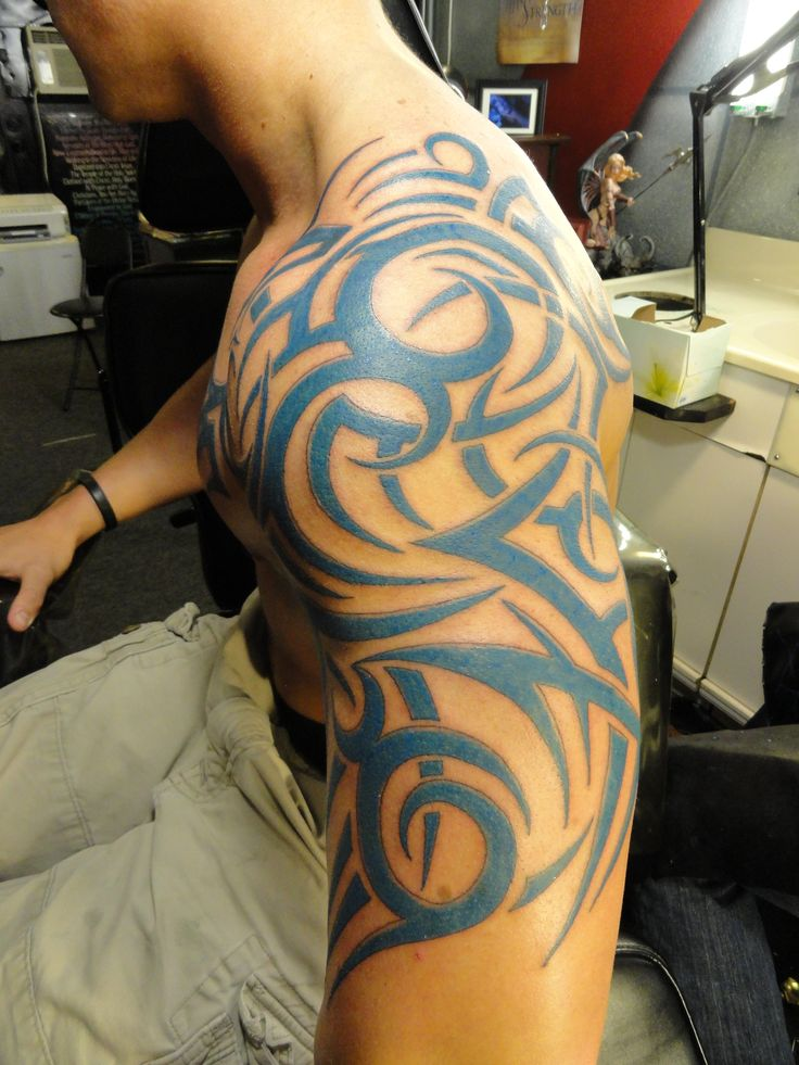 tribal shoulder tattoos Tribal Shoulder Tattoos – Designs and Ideas