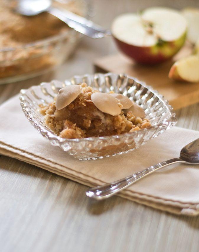 Croustade aux pommes et pastilles de yogourt glacé / Apple crumble and frozen yogurt drops @camillebrunelle
