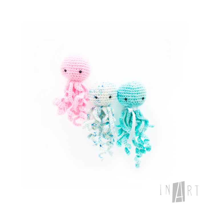 Free Crochet Jelly Fish Pattern by Ina Rho (InArt), amigurumi, stuffed toy, #haken, gratis patroon (Engels), mini inktvis, knuffel, #haakpatroon, tashanger, sleutelhanger