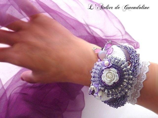 Bracelet manchette perles, haute fantaisie, violet,blanc,mauve et fushia : Bracelet par l-atelier-de-gwendoline