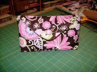 Easy-peasy DIY envelope style makeup bag...best of all, no zippers required! Customize the fabric color and style to match the recipient and fill with travel size toiletries or makeup samples and this would make a great gift for any occasion.