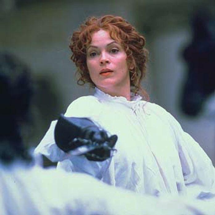 z- Elizabeth Gracen (Amanda) as- Julie d'Aubingy