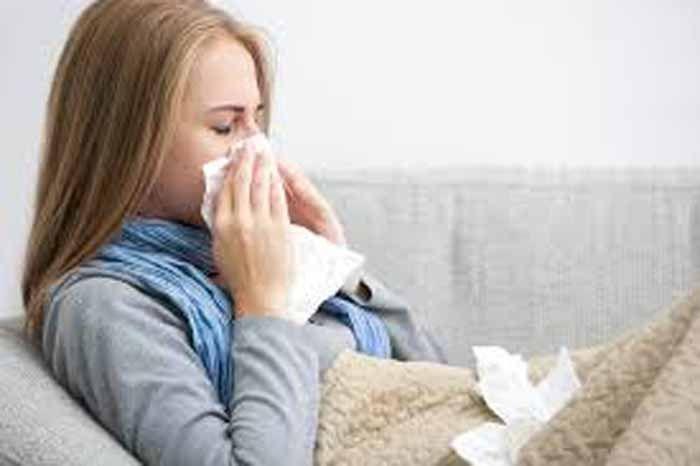 <p>Catarro é a secreção que se forma após inflamações como bronquite,dor de garganta,asma,gripes,resfriados,entre outros problemas respiratórios,ou pela exposição a ambientes húmidos e mofados. Ingredientes : 3 cebolas raladas 3 dentes de alho amassados Sumo de 3 limões 1 pitada de sal 2 colheres (sopa) de mel Preparação : Em uma …</p>