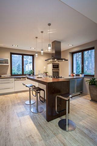 Стильное и современное решение для дома: серый паркет и ламинат
