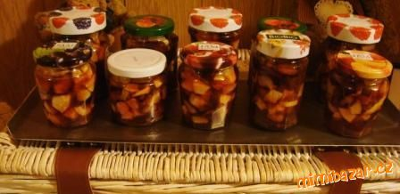 Ovoce nakrájíme na kousky - i se slupkou, ve větší misce smícháme ovoce, cukr, přidáme rum, citronov...