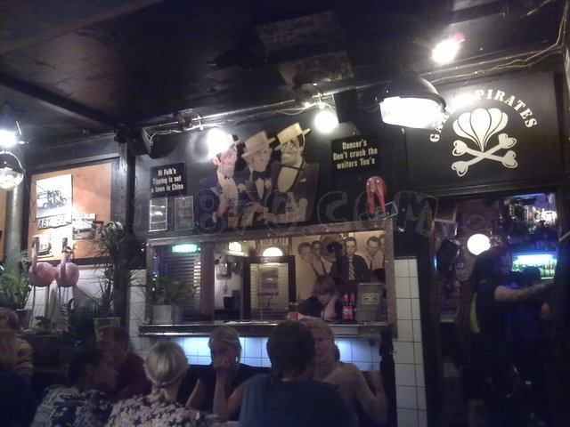 Garlic & Shots, restaurante - Não consegui comer aqui. Mas não pode ser ruim um lugar onde todos os pratos, incluindo a sobremesa, tem alho. > Folkungagatan 84