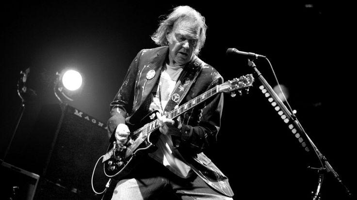 Najsłynniejszy rockman Kanady i jeden z najwybitniejszych przedstawicieli tego gatunku wkrótce będzie świętować 55-lecie muzycznego debiutu, wciąż jednak potrafi zaskakiwać swoich fanów. http://exumag.com/neil-young-archives-dyskografia-za-darmo/