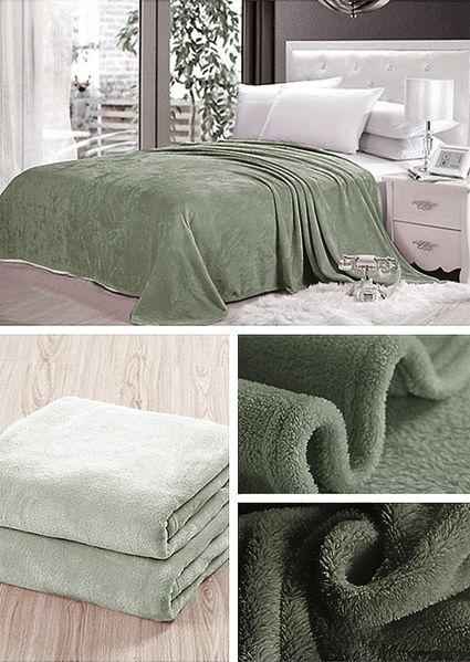 Deky v sivo zelenej farbe