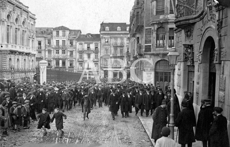 Oviedo, maifestación 1916 -  Asturias, patria querida - abcfoto - abc.es