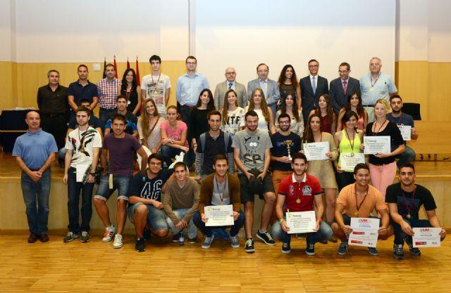 Entrega de premios a los alumnos ganadores del Torneo de Bienvenida de la Universidad de Murcia, Foto 1 http://www.murcia.com/noticias/2014/10/31-entrega-de-premios-a-los-alumnos-ganadores-del-torneo-de-bienvenida-de-la-universidad-de-murcia.asp