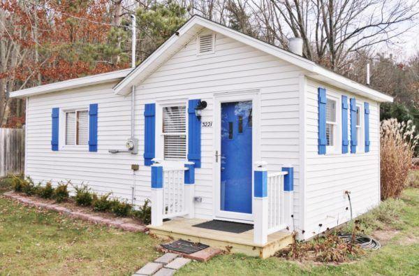 364-sq-ft-tiny-blue-star-cottage-001