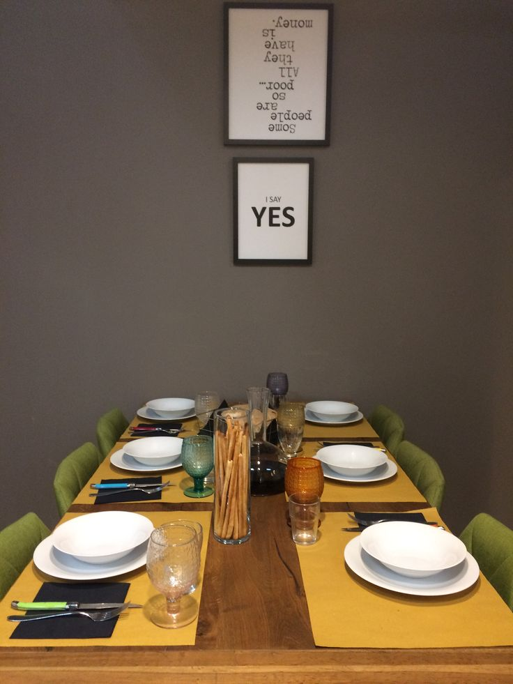 """I say yes. Scegli di dire """"Sì"""" agli amici a tavola, alle famiglie numerose, a un pranzo in compagnia, alla bellezza di una serata insieme. In una cucina LiFE tutti trovano il loro posto. Scopri di più su lifecucine.com."""