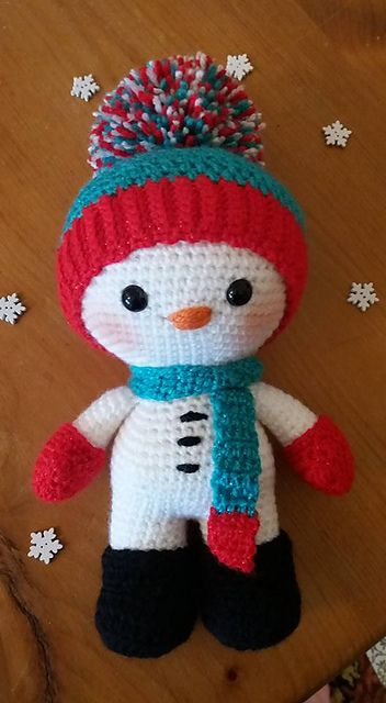 When I make my Weebee Snowman using Worsted/4/Aran/10ply weight yarn and a 3mm hook, he stands at 8.5 inches tall. Made from the toes to the top of the head in one go! Arms can either be sewn or crocheted on! Other yarn weights and hooks can of course be used to create a smaller or larger snowmen!